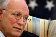 Dick Cheney traité de « criminel de guerre » et de « terroriste » thumbnail
